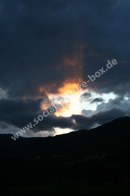 Himmel - Wolken - Sonnenuntergang - Regenwolken