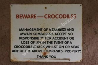 Schilder - Vorsicht vor den Krokodilen - Hinweisschilder - Warnschilder