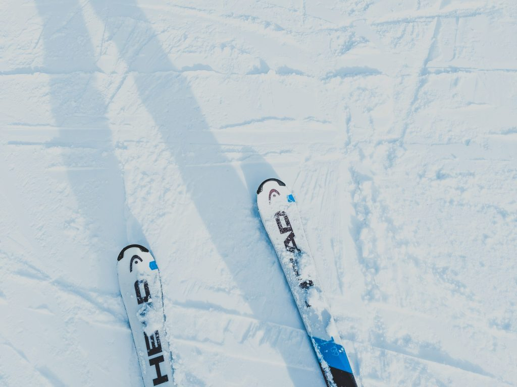 head skis, skiing lessons, cypress mountain, cyprus mountain, cypress mountain ski lesson prices, ski pass, mountain pass, how much are skiing lessons?, is skiing hard?