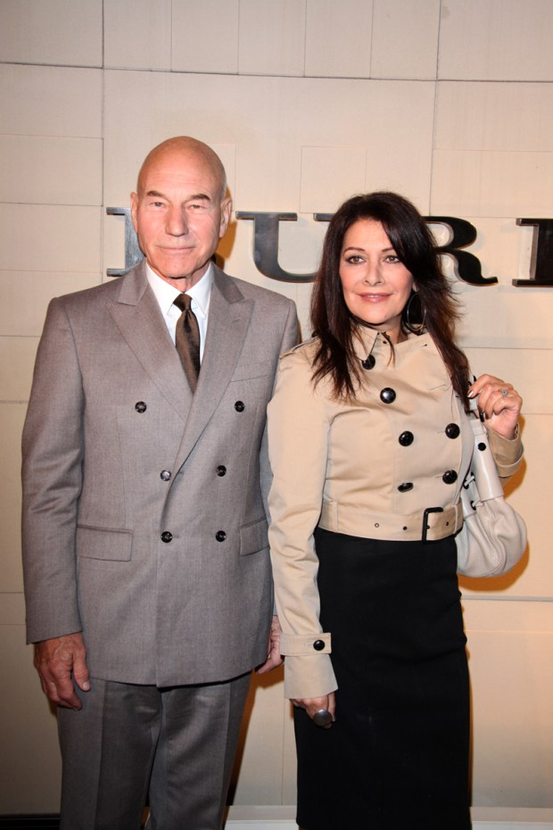 burberry_Patrick-Stewart_holly-wood