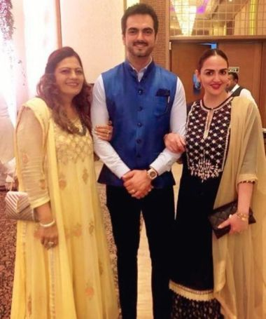 Esha Deol With Her Husband and Mother-in-Law