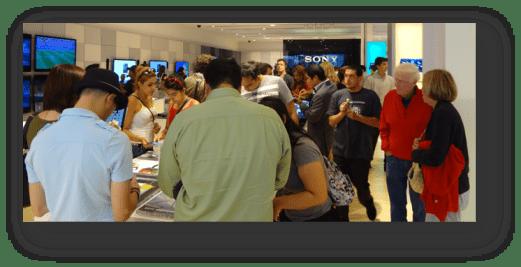 Sony Fans in den Läden