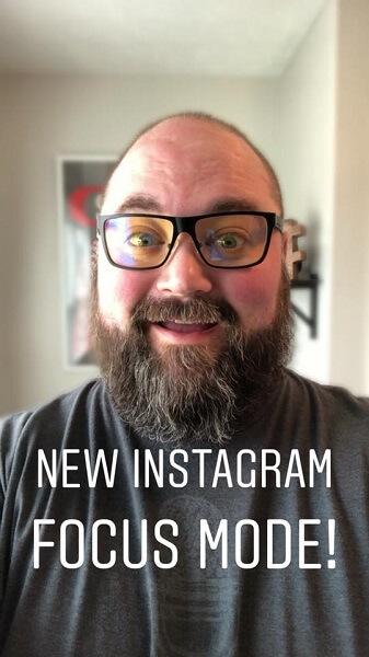 Instagram führt Focus ein, eine Funktion im Porträtmodus, die den Hintergrund verwischt und gleichzeitig Ihr Gesicht scharf hält, um einen stilisierten, professionellen Fotografie-Look zu erzielen.