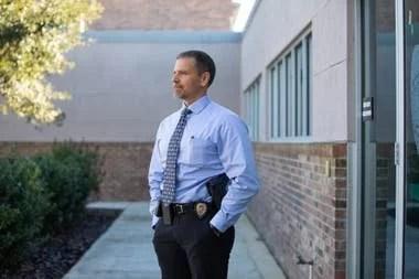 Nick Ferrara, detective de la policía de Gainesville, Florida, dijo que utilizó Clearview para identificar una docena de sospechosos