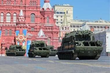 Un grupo Tor-M1 rusos desfilan en San Petersburgo en 2014