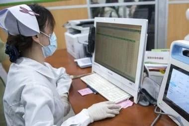 Sala de enfermeras a la que llegan los resultados de las pruebas que se realizan en remoto por todo el país