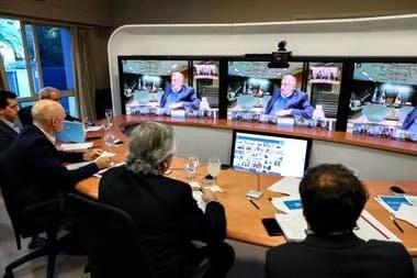 Una reunión de Alberto Fernández en la residencia de Olivos con los gobernadores mediante el sistema de telepresencia de Cisco