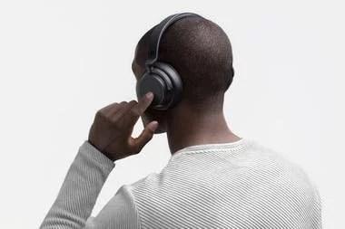 Los auriculares Surface Headphones poseen controles por tacto y tienen un precio de 249 dólares