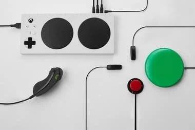El Xbox Adaptive Controller permite sumar diversos accesorios para facilitar el acceso a los comandos de los videojuegos de Xbox One y Windows 10