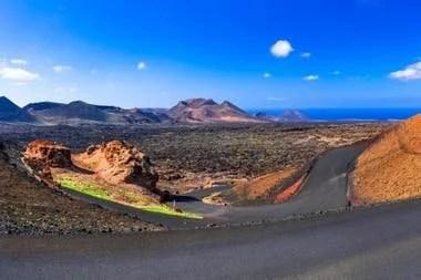 El Parque Nacional de Timanfaya, en la isla Lanzarote, es el hogar de la Ruta de los Volcanes, por donde circulará la combi autónoma