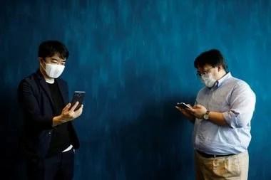 El sistema de la mascarilla conectada C-Mask busca mejorar la comunicación por voz mediante un sistema de transcripción y traducción que se realiza desde un smartphone o tableta