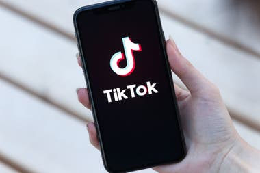 """Hasta ahora, Tiktok, como Snapchat en sus inicios, ha sido terreno de adolescentes, pero son cada vez más los """"grandes"""" que se suman a la plataforma"""