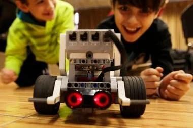 El taller de robótica del ITBA es gratis y se dicta desde 2016; está orientado a chicos y chicas de 8 a 10 años, y fue reconocido por la ONU como uno de los 5 mejores del mundo en su rubro