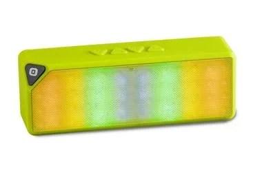 A cantar y bailar. Si a tu mamá le gusta cantar, bailar y escuchar música, podés regalarle el parlante inalámbrico BL 1516 de Panacom. Tiene tecnología Bluetooth, efectos de luz LED y botones para avanzar y retroceder los temas musicales con facilidad ($3199).