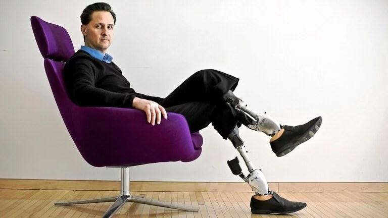 Hugh Herr recibió el premio Príncipe de Asturias por su labor en biomecánica; tiene ambas piernas biónicas luego de un accidente