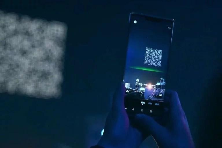 El código QR creado con las luces LED de los drones podía ser escaneado con las cámaras de los teléfonos móviles