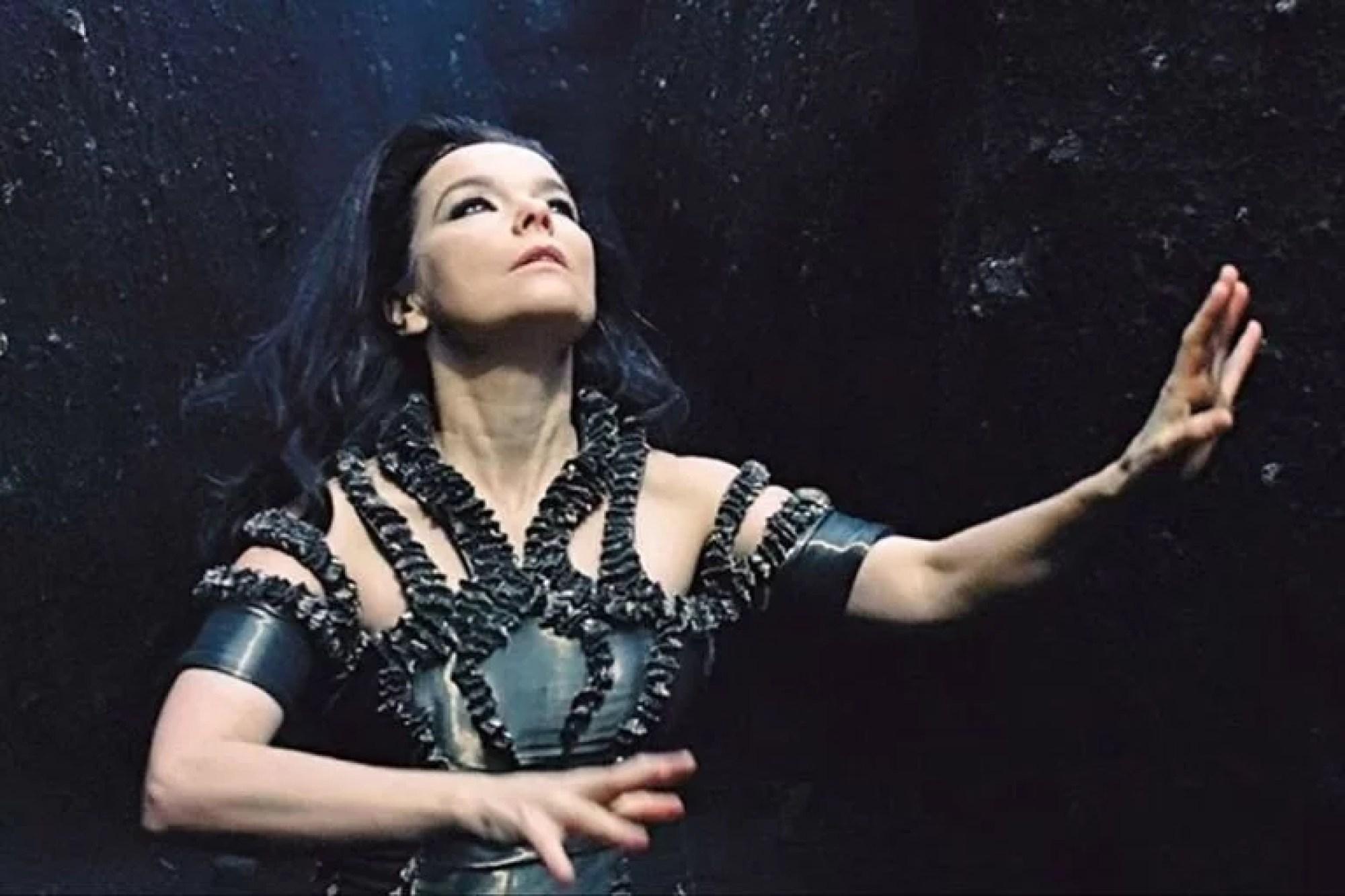"""Björk contó que el director Lars Von Trier, durante la filmación de Bailarina en la oscuridad, """"intentó entrar en mi habitación por el balcón en medio de la noche con intenciones claramente sexuales, mientras su mujer estaba en la habitación de al lado"""""""