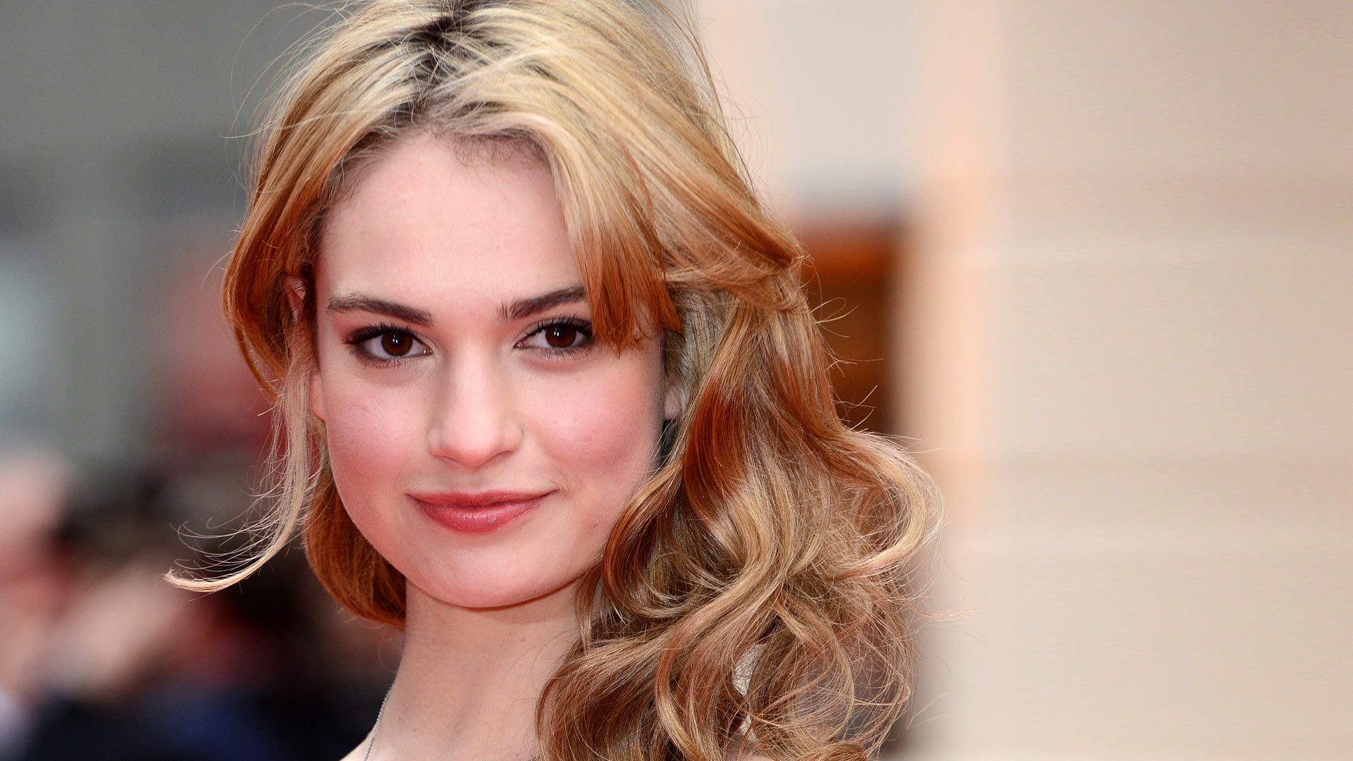 Actress Lily James spoke about the dangers of social networks 18.01.2018 67