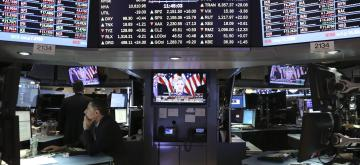 (161109) -- NEW YORK, Nov. 9, 2016 (Xinhua) -- Traders work as a screen showing Hillary Clinton delivering a speech about the presidential election on the floor of the New York Stock Exchange (NYSE) the morning after the U.S. presidential election in New York, the United States, on Nov. 9, 2016. U.S. stocks reversed early losses and closed up Wednesday, as Wall Street was assessing the economic impacts after U.S. Republican Donald Trump won the country's presidential election. (Xinhua/Wang Ying)