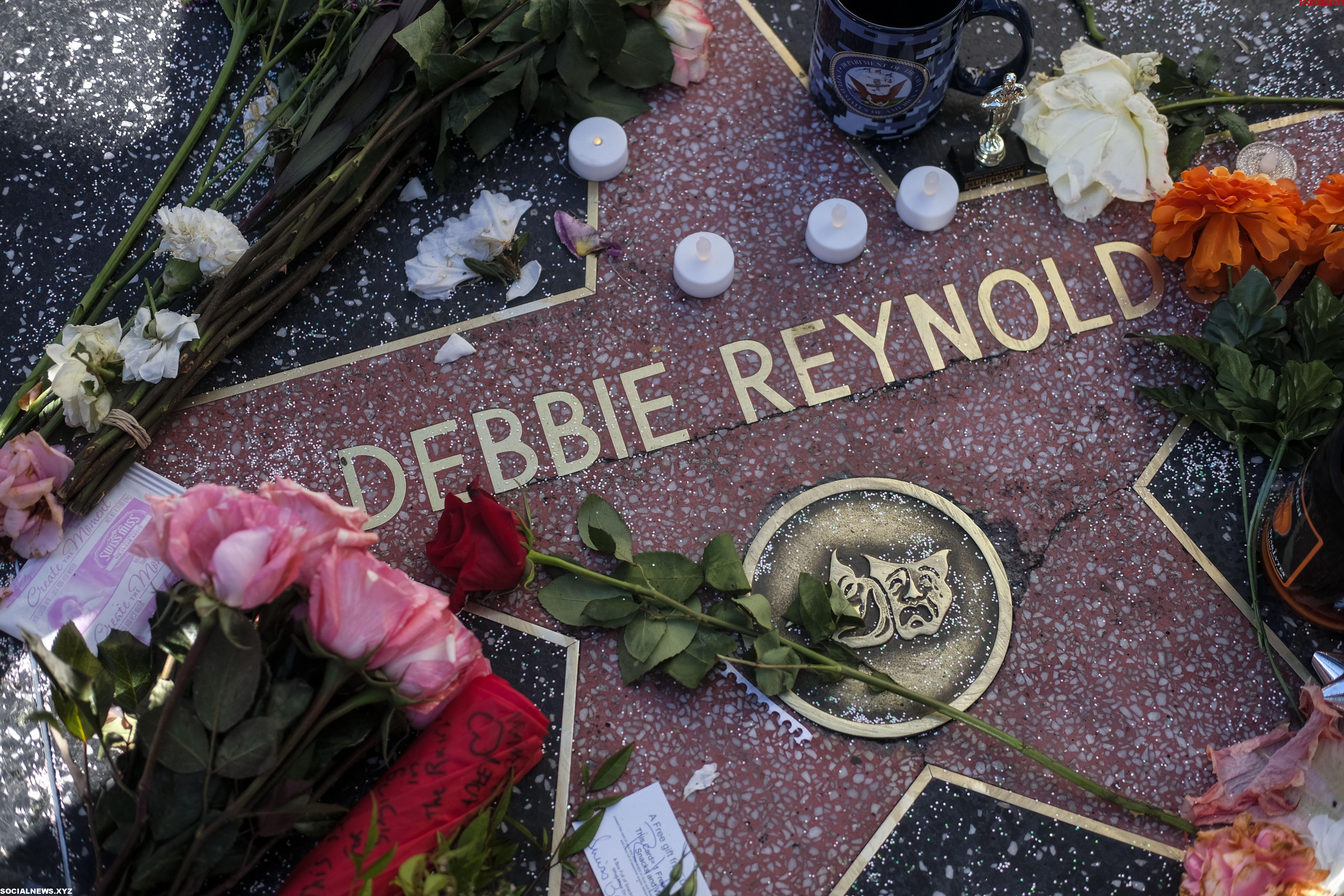 U.S. LOS ANGELES DEBBIE REYNOLDS CARRIE FISHER WALK OF FAME CONDOLENCE
