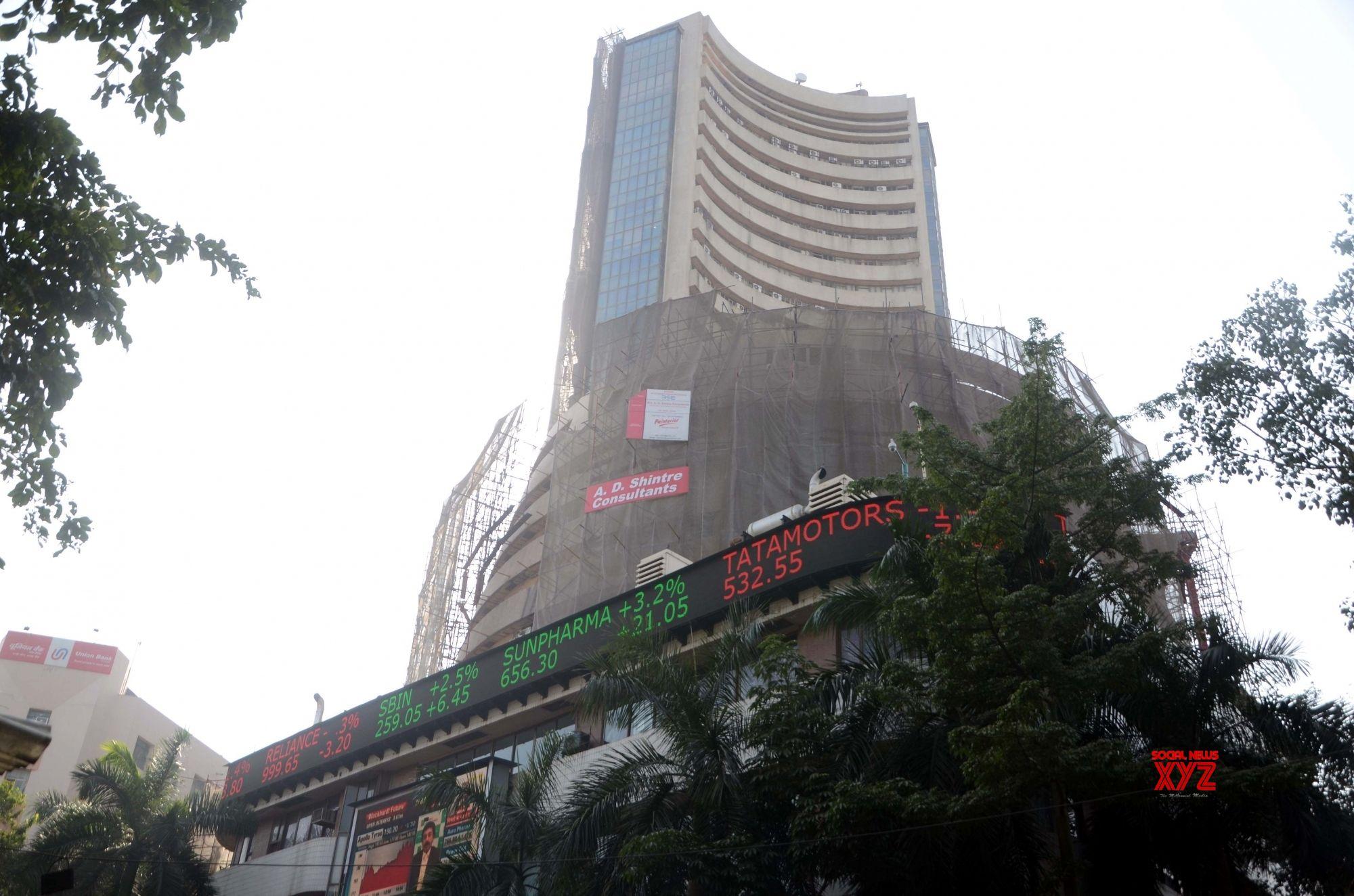 Trade cautiously in volatile market