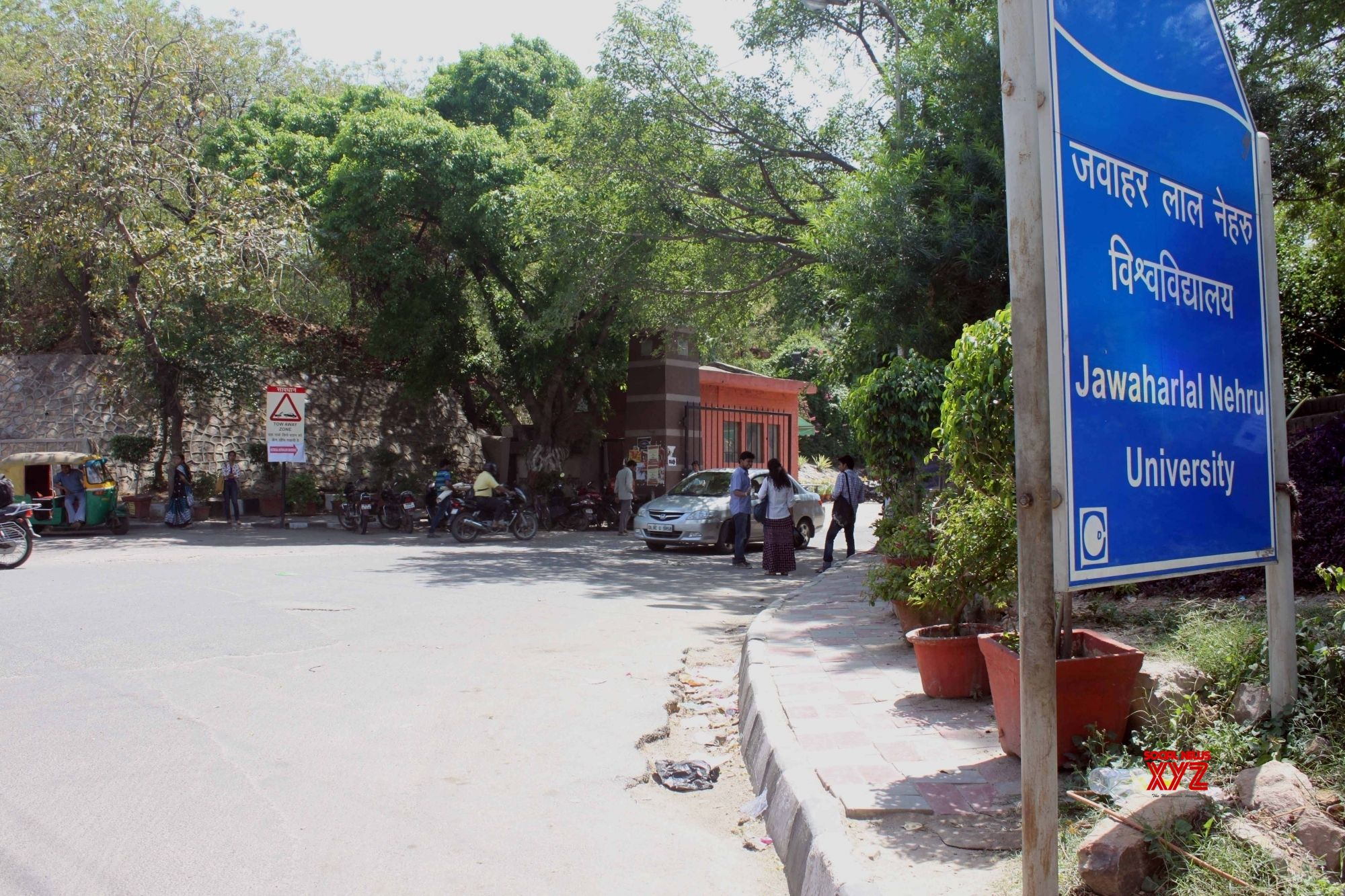 Group of youth stage 'protest' at JNU against SC's Ayodhya verdict