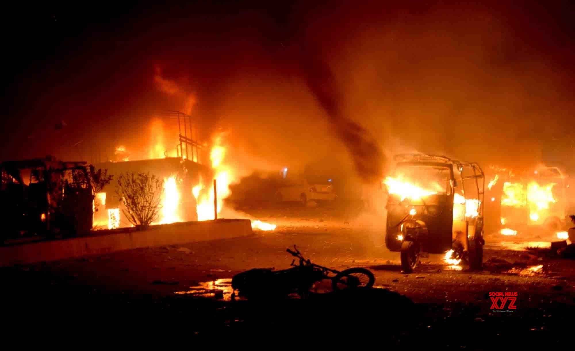 15 dead, 32 injured as blast hits army truck in Pakistan