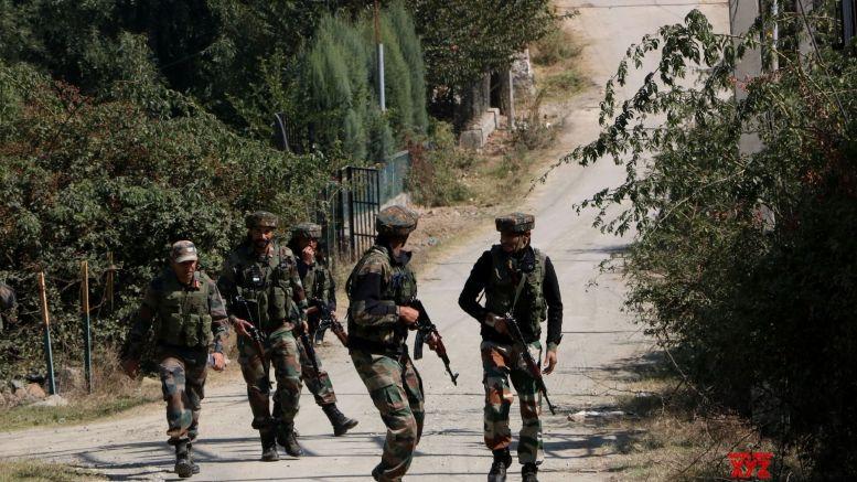 Pakistan again violates ceasefire on LoC in Rajouri district