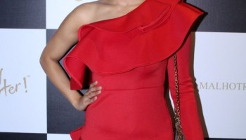 Trolls dub Mouni 'plastic', compare her to Rakhi Sawant