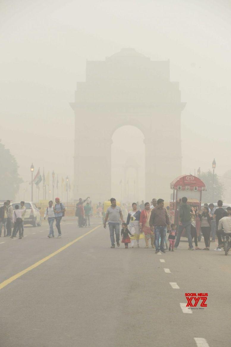 Cold Saturday morning in Delhi, 'very poor' air