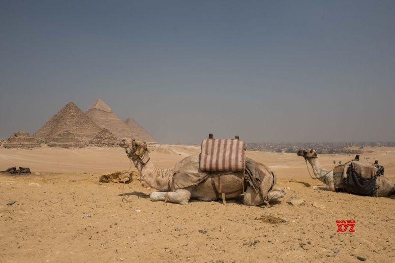 Egypt probes couple for posing nude on pyramid