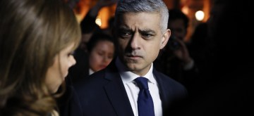 (170323) -- LONDON, March 23, 2017 (Xinhua) -- London Mayor Sadiq Khan is interviewed during a candlelit vigil at Trafalgar Square for the victims of the London terrorist attack in London, Britain on March 23, 2017. (Xinhua/Han Yan)