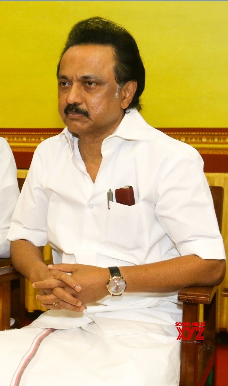 DMK urges Governor to remove Palaniswami over Kodanad Estate case