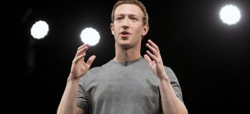 (160222) -- BARCELONA, Feb. 22, 2016 (Xinhua) -- Founder and CEO of Facebook Mark Zuckerberg gives a speech during the unveiling ceremony of the new Samsung Galaxy S7 and Galaxy S7 edge smarthphones on the eve of the official start of the Mobile World Congress (MWC) in Barcelona, Spain, Feb. 21, 2016.(Xinhua/Lino De Vallier)