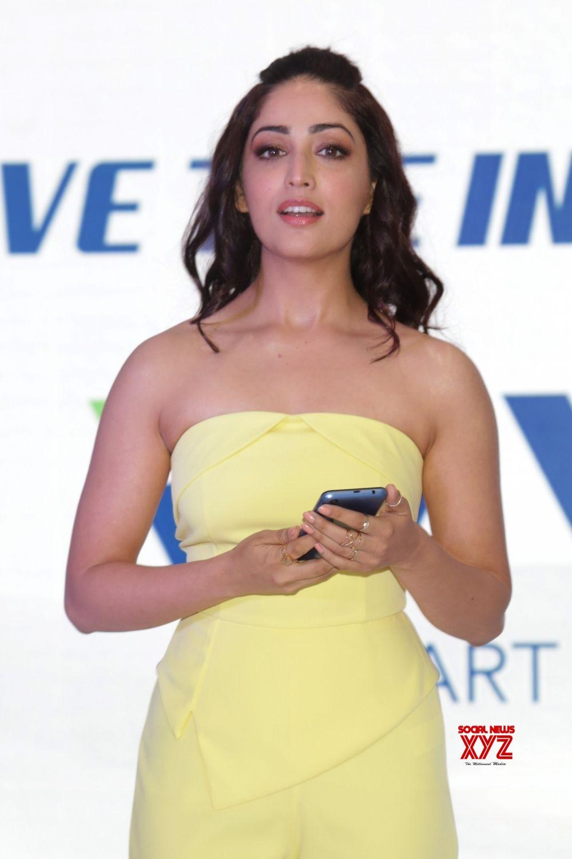 """New Delhi: Yami Gautam launches iVVO's new smart phone """"Britzo"""" #Gallery"""
