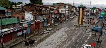 Srinagar: A view of deserted Lal Chowk as authorities imposed restrictions in parts of Srinagar and some other places in the valley to prevent separatist-called protests and a sit-in outside the Civil Secretariat on May 7, 2018. (Photo: IANS)