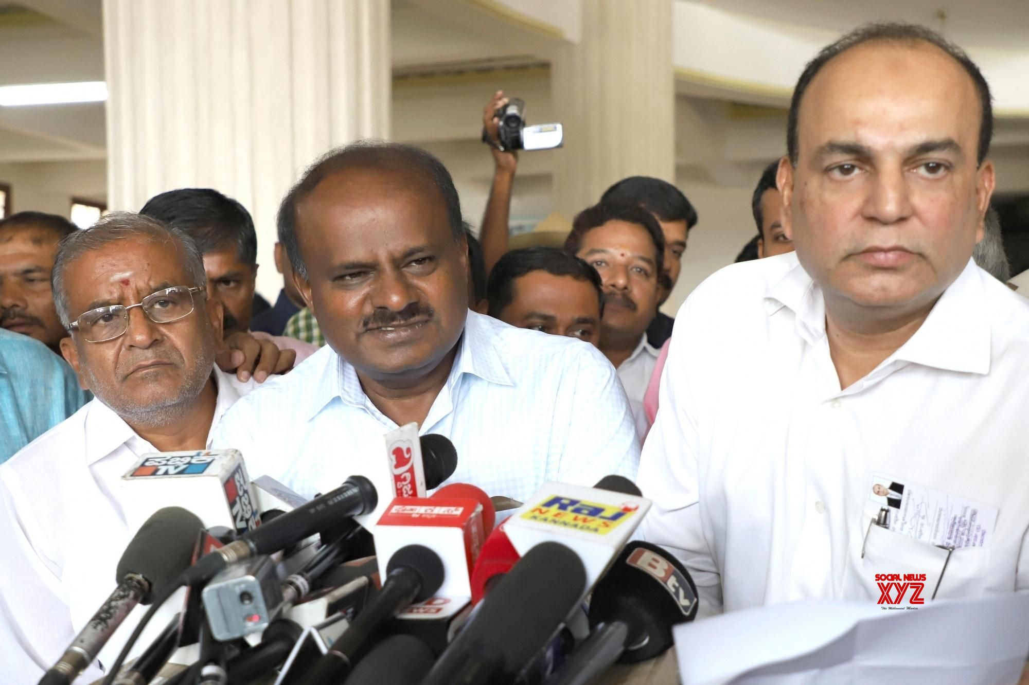 Kumaraswamy accuses BJP of offering Rs 100 crore to JD-S MLAs