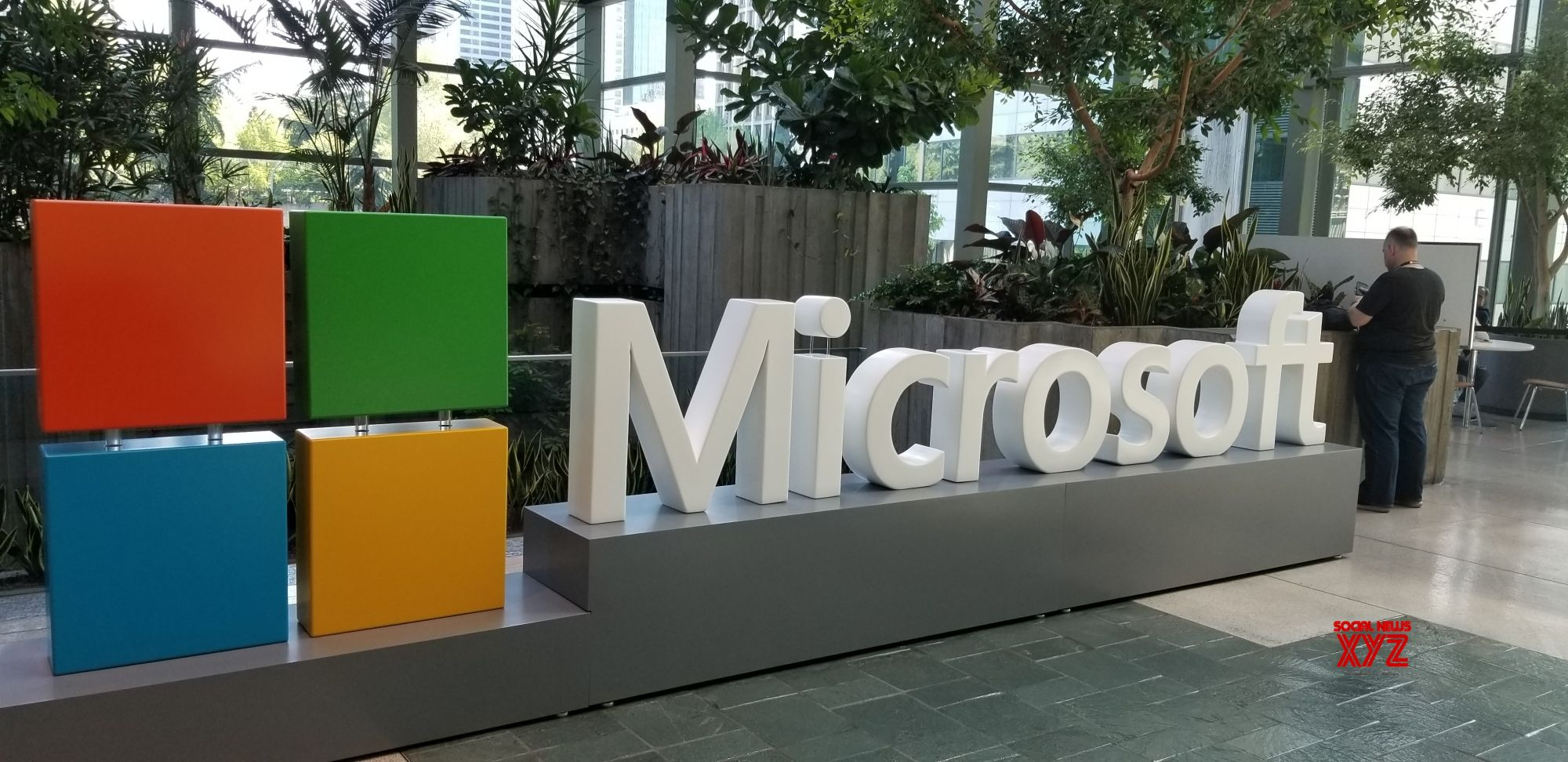 Microsoft Surface Duo spotted with front-facing flash