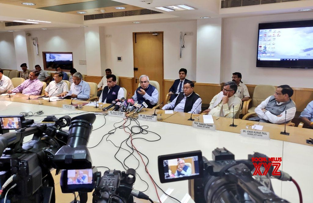 New Delhi: NITI Aayog Vice Chairman Rajiv Kumar along with CEO Amitabh Kant and other members and senior officers, addresses a press conference after the conclusion of fourth meeting of the Governing Council of NITI Aayog, in New Delhi on June 17, 2018. (Photo: IANS/Twitter/@NITIAayog)