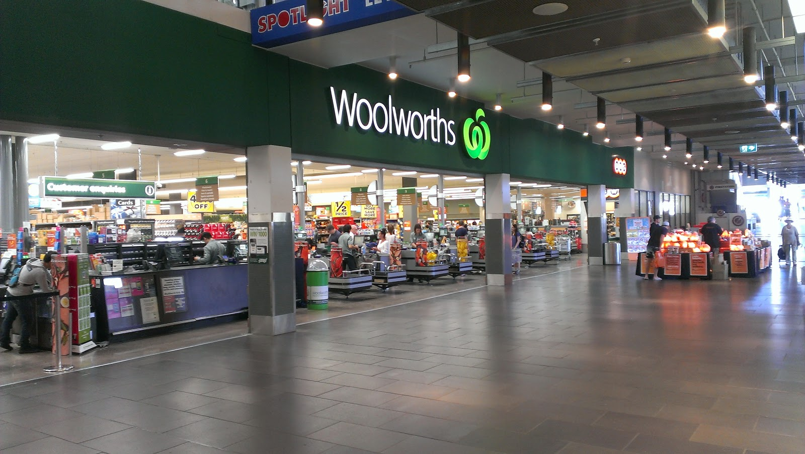 Melbourne Woolworths store to allow nude photo shoot
