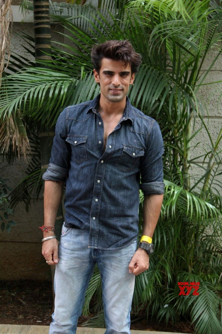 Mohit Malik learns to play 3 instruments for show