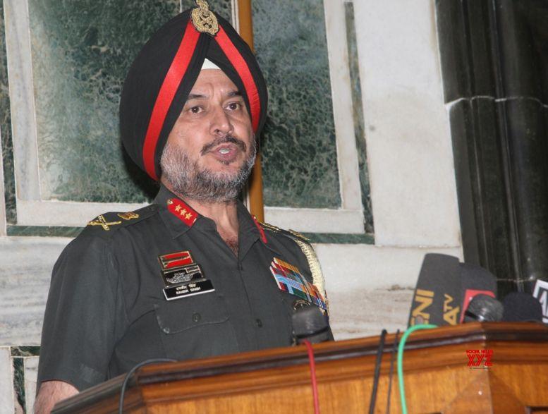 Lt Gen Singh visits forward locations in Ladakh