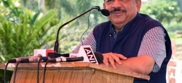 "New Delhi: Union Science and Technology Minister Harsh Vardhan addresses at opening ceremony of the ""Barapullah Project : Transforming a Drain into a Clean Water Tech Park"", at Sun Dial Park, Sarai Kale Khan, in New Delhi, on Sept 18, 2018. (Photo: IANS/PIB)"