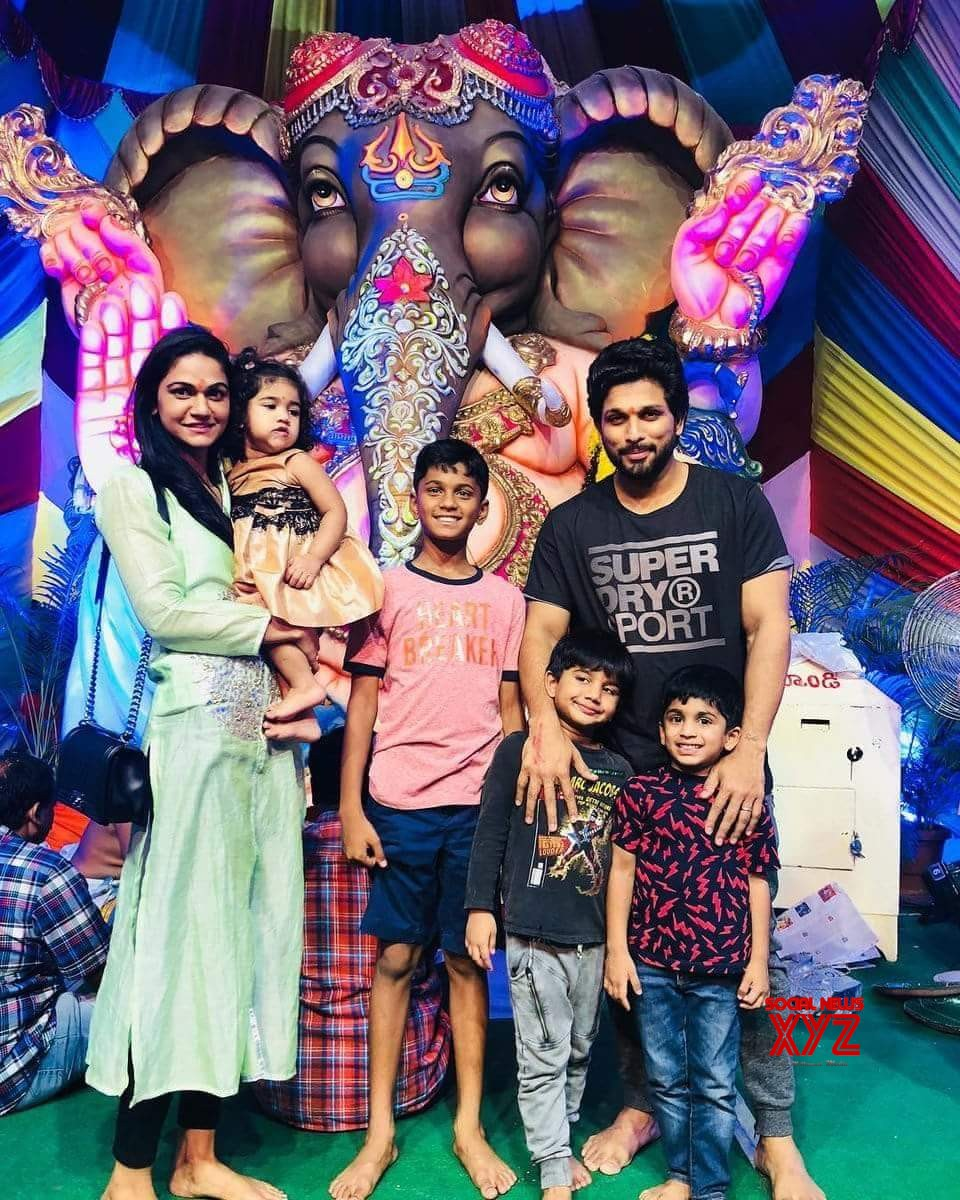 Allu Arjun At Ganesh Immersion Event With His Family