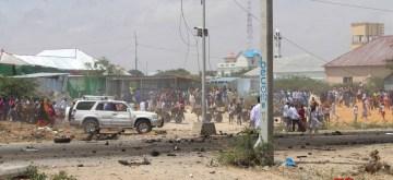 MOGADISHU, Oct. 1, 2018 (Xinhua) -- People gather at the suicide car bomb scene in Mogadishu, Somalia, Oct. 1, 2018. A suicide car bomb ripped through a European Union (EU) convoy near the Somali defense ministry in the capital of Mogadishu on Monday, police and witnesses said. (Xinhua/Faisal Isse/IANS)