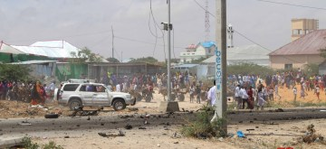 MOGADISHU, Oct. 1, 2018 (Xinhua) -- People gather at the suicide car bomb scene in Mogadishu, Somalia, Oct. 1, 2018. A suicide car bomb ripped through a European Union (EU) convoy near the Somali defense ministry in the capital of Mogadishu on Monday, police and witnesses said. (Xinhua/Faisal Isse/IANS)