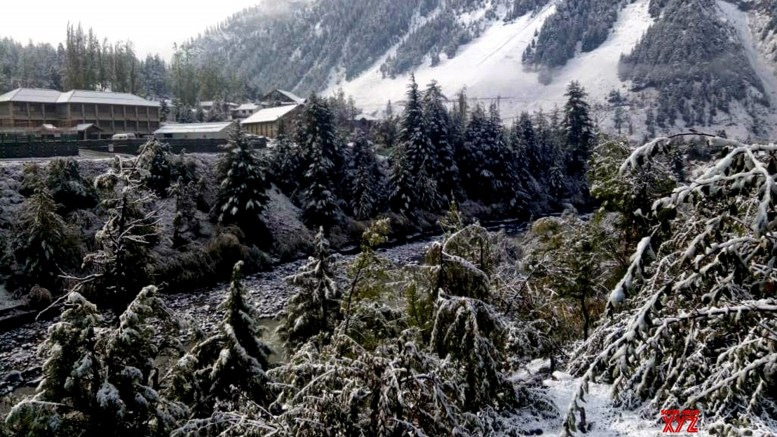 Snow intensifies cold in Himachal