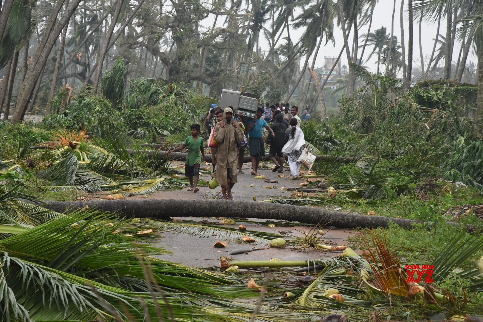 8 die as cyclone Titli batters Andhra, Odisha coast