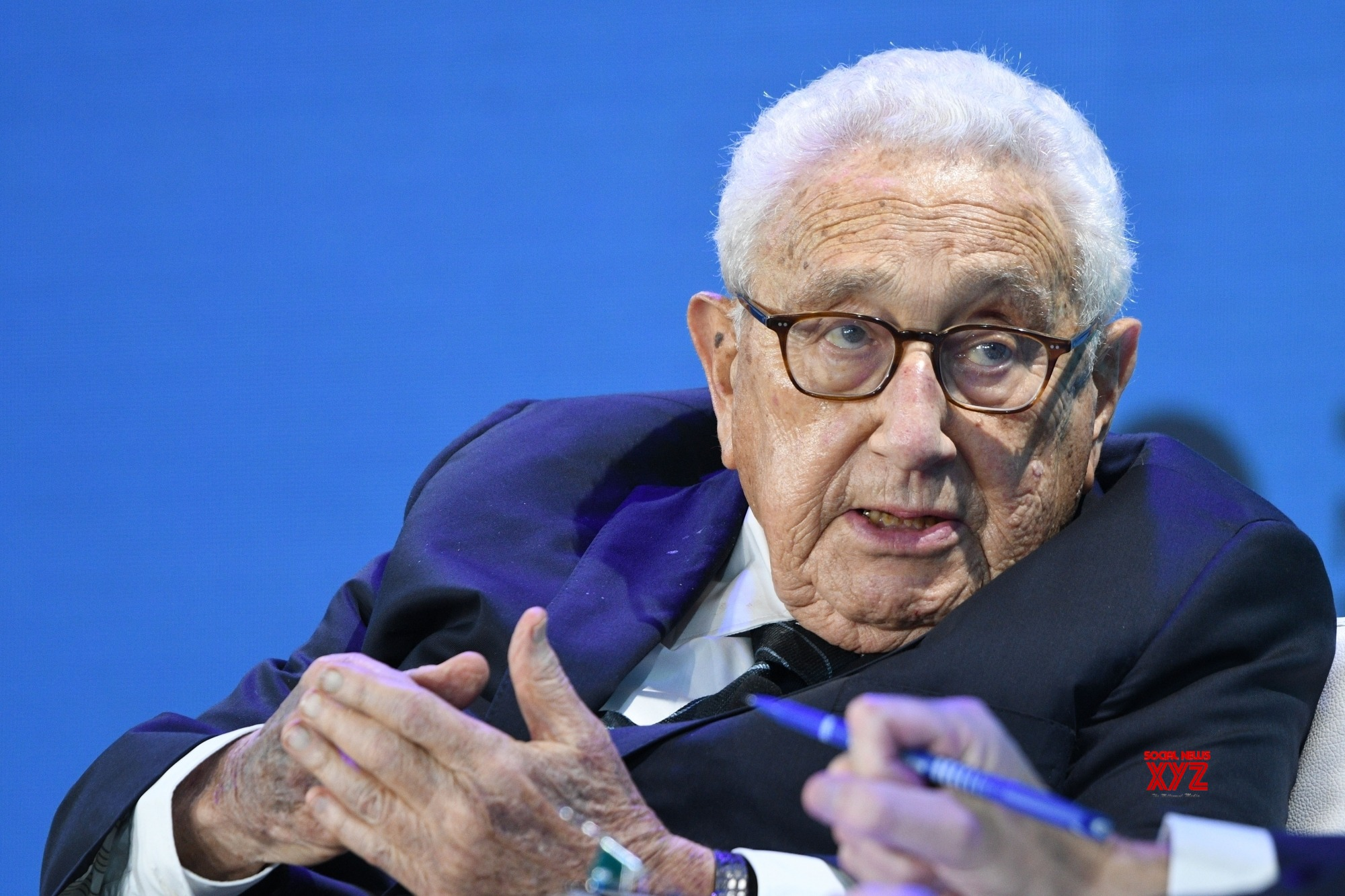 Kissinger urges US, China to improve ties