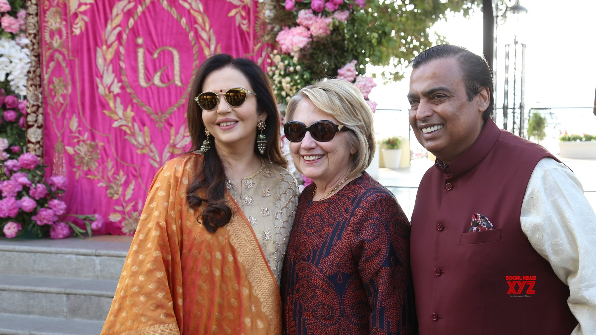Udaipur: Isha Ambani & Anand Piramal's pre wedding ceremonies - Hillary Clinton being received by Mukesh Ambani, Nita Ambani #Gallery